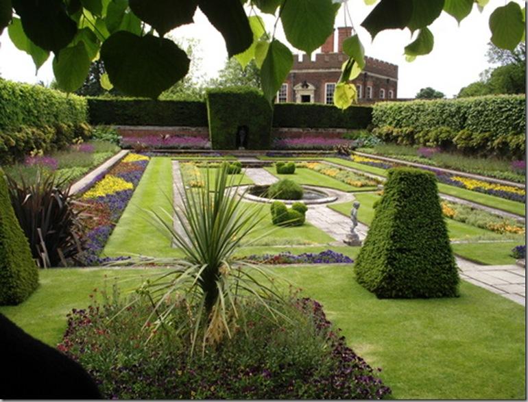 Roses In Garden: Parterre Gardens