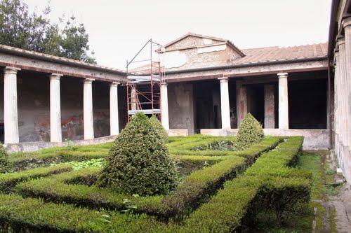 The roman peristyle garden ferrebeekeeper for Roman garden designs