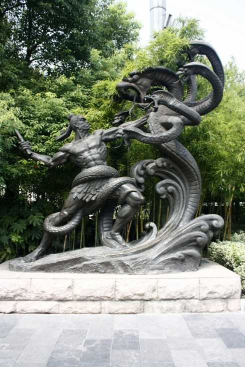 A somewhat lurid contemporary sculpture of Yu the hero fighting Xiangliu