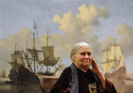 Dorris Lessing drinking in front of a maritime painting