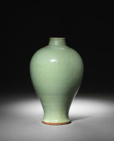 A Longquan meiping vase with celadon glaze, (Early Ming dynasty)