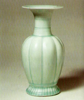 Song Dynasty celadon vase (circa 1100 AD)