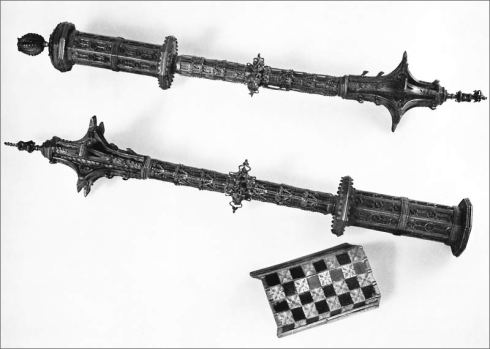 The two maces are part of the original stock of the Imperial Vienna Armory