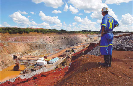 A supervisor overlooks Metorox's Chibuluma copper mine, near Kitwe, Zambia (image from Chinadaily)