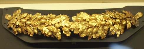 Gold crown in the shape of acorns and oak leaves (National Etruscan Museum at Villa Giulia)