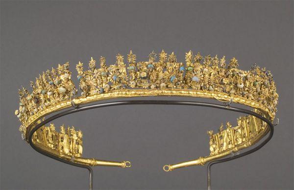 """Palo"" Diadem (Hellenic artisans ca. 3rd century BC; gold, enamel, glass beads)"