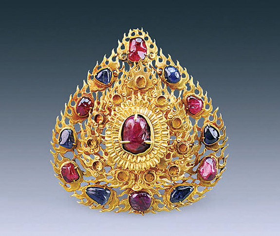 Gold flame hairpin from Lady Wei's Tomb (gold with rubies and sapphires)