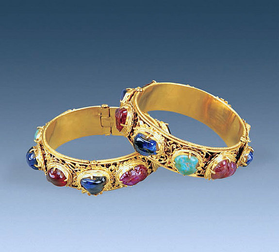 Floral bracelets with mix of sapphires, rubies and turquoise (Courtesy of Chinese Cultural Relics)