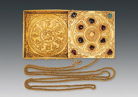 A fragrance box with gold chain from the tomb of Lady Mei (