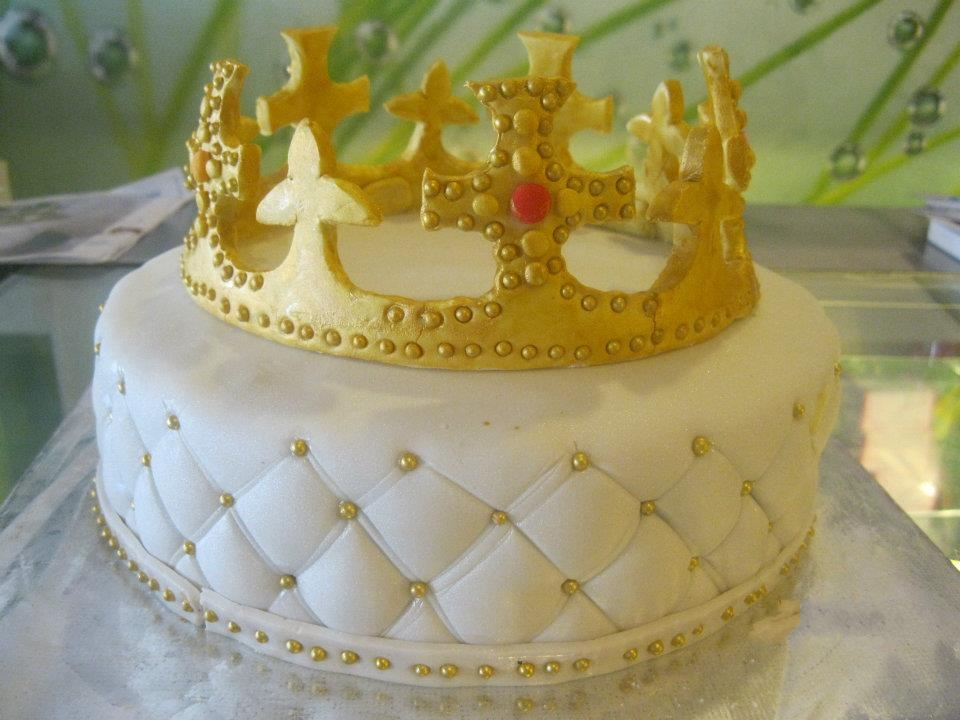 Birthday Cake Design For Dentist : Crown Cakes ferrebeekeeper