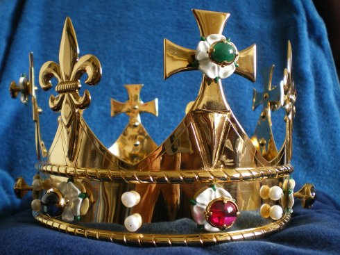 A modern funeral crown in medieval style for the (second?) funeral of Richard III