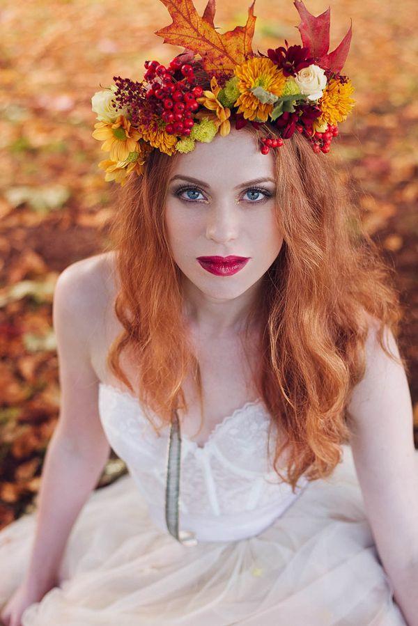 A Bride Wearing an Autumn Crown (Photo by Nikki Cooper Via Love My Dress)