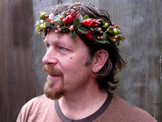 Man's Wreath of Rose Hips, Berries, & Leaves (by BloomStudio of Etsy)