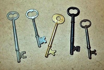 5-VINTAGE-SKELETON-KEYS-1-BRASS