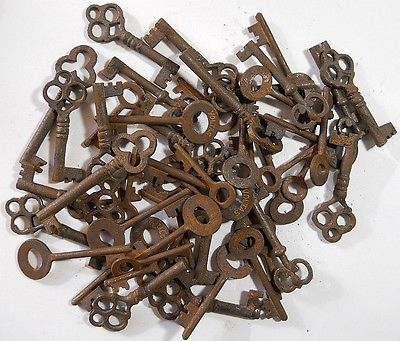 Rusty-ornate-Skeleton-1800s-keys-50-pc-lot
