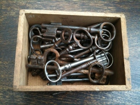 skeleton_keys_wooden_box