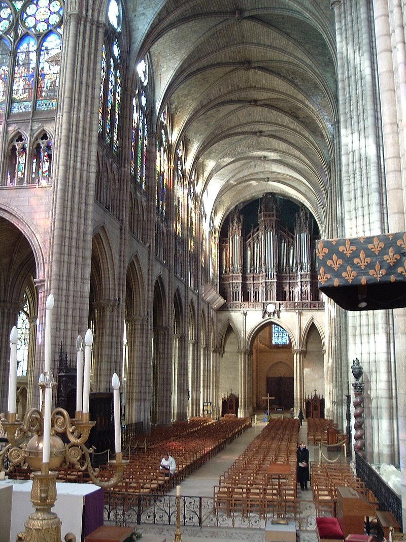 800px-St_denis_nave
