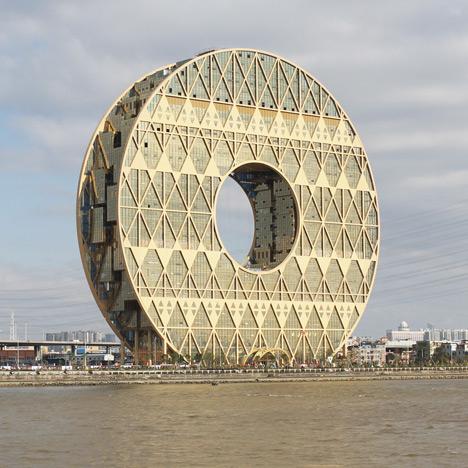 Guangzhou-Circle-doughnut-shaped-skyscraper-by-Joseph-di-Pasquale_dezeen_11sq