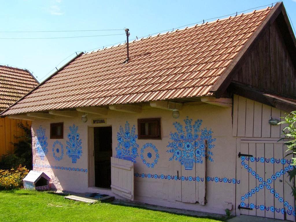 zalipie_poland_painted_village_flowers_14.jpg