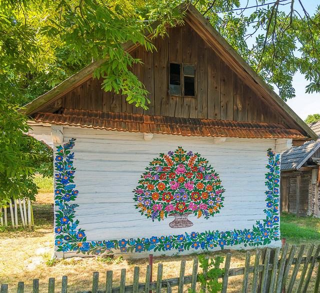 zalipie_poland_painted_village_flowers_3.jpg