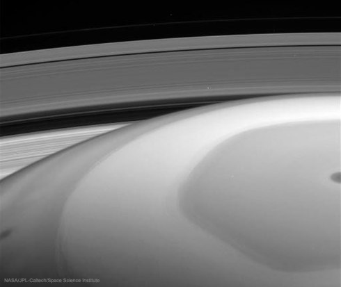 SaturnInsideOut2_cassini_960.jpg