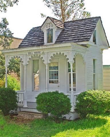 0tiny-victorian-house-15