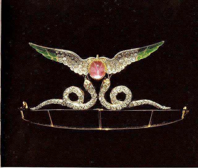 7425f58f57b96ee150ae6fc5882979dc--brilliant-diamond-tiaras.jpg