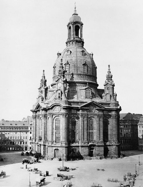 800px-Dresden_Frauenkirche_1880