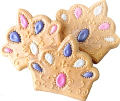 three-crown-decorated-cookies-photo-cg1-p1613