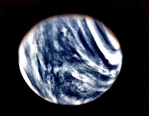 Venus_as_captured_by_Mariner_10.jpg