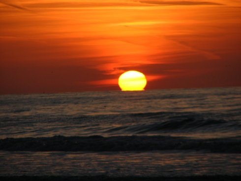 17842-sun-setting-over-the-ocean-pv.jpg