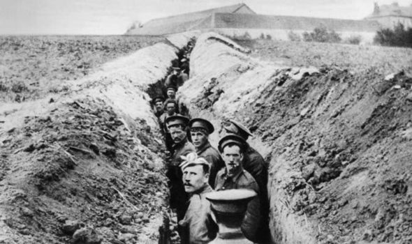 ritish-soldiers-lined-up-in-a-narrow-trench-during-World-War-I-516148.jpg