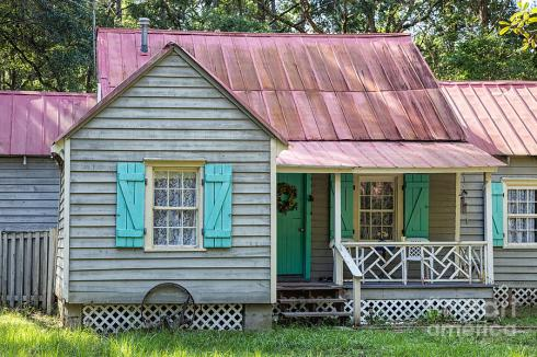 gullah-home-with-haint-blue-shutters-daufuskie-island-south-carolina-dawna-moore-photography.jpg