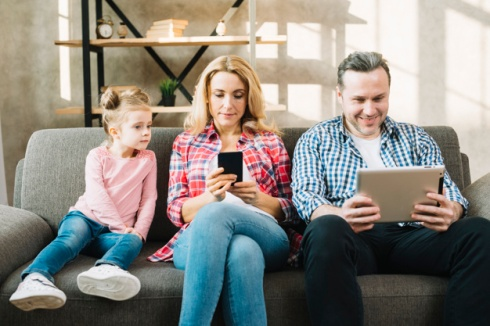 daughter-looking-parents-using-digital-tablet-mobile-phone-home_23-2148045493.jpg