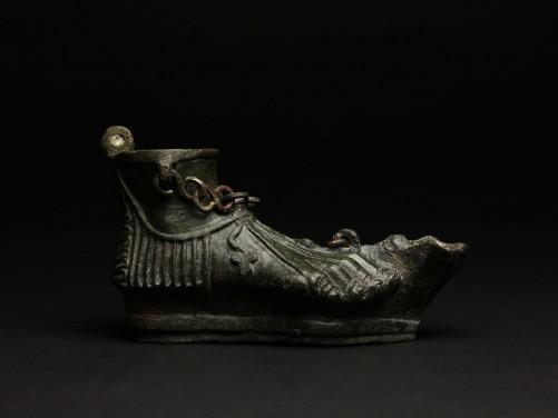 roman-bronze-oil-lamp-with-cross_m9335_1_