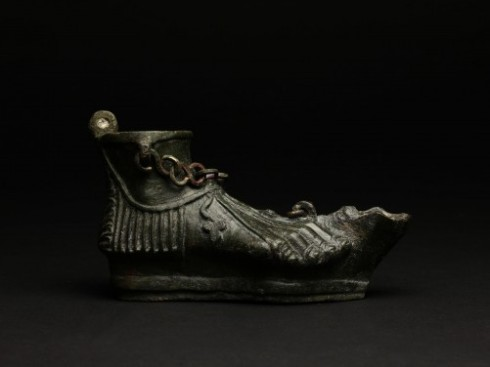 roman-bronze-oil-lamp-with-cross_m9335_1_