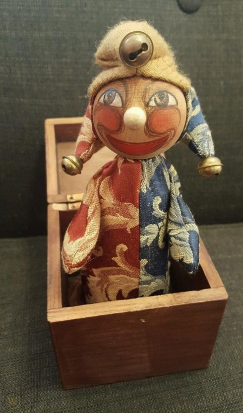 vintage-wood-jack-box-court-jester_1_a5b2c42afd168a5adc68d014099ba584.jpg