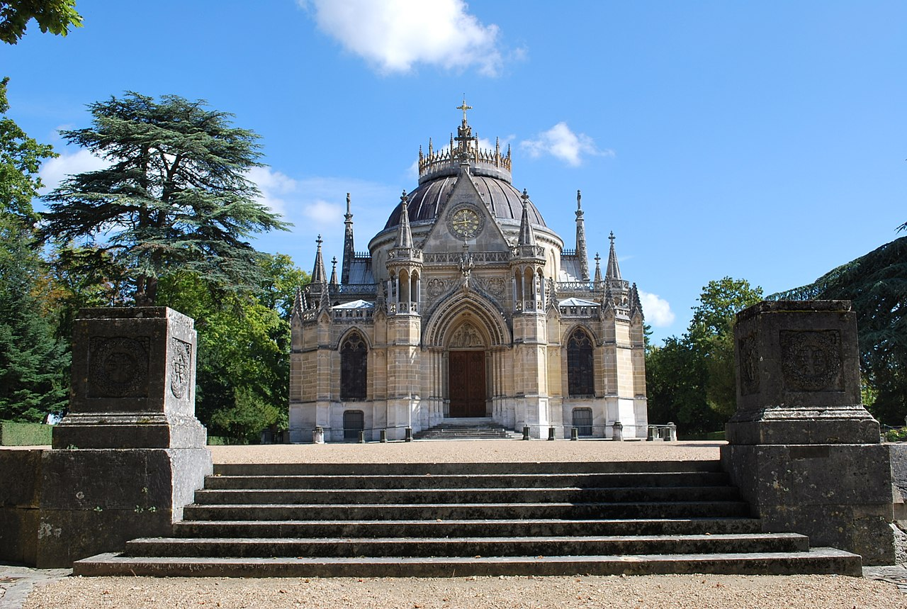 1280px-Domaine_de_la_chapelle_royale_Saint-Louis